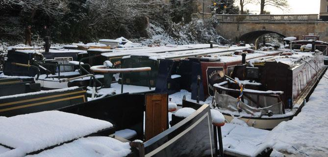 Bath Narrowboats Sydney wharf in the snow